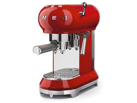 Cafetera retro Smeg roja