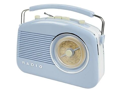 Radio estilo antiguo azul pastel