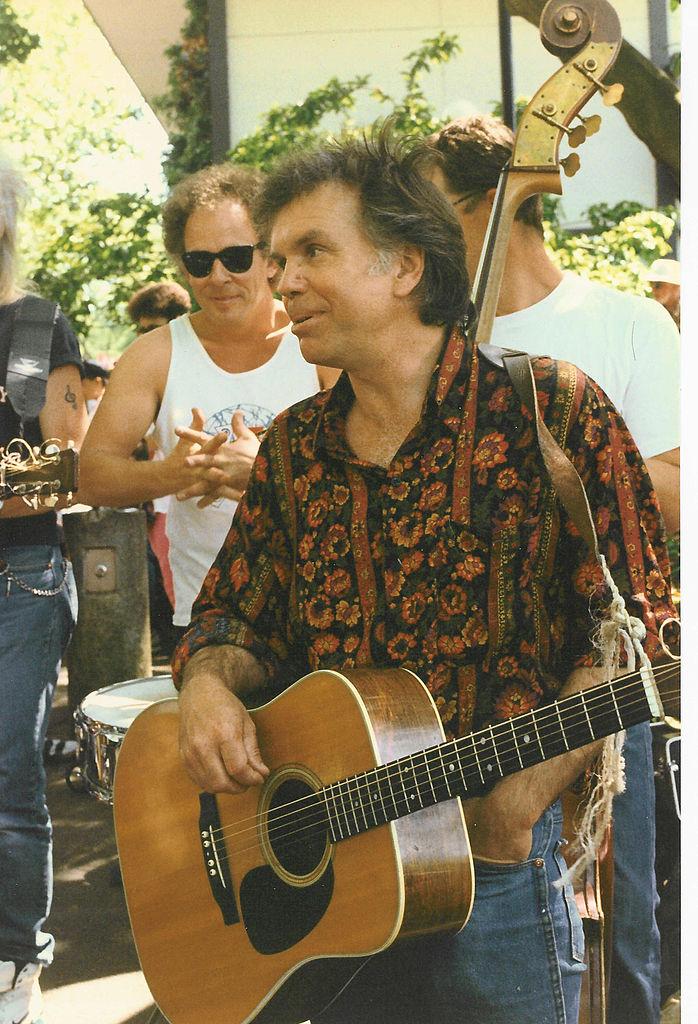 Ron Bailey con su camisa de seda retro, 1992