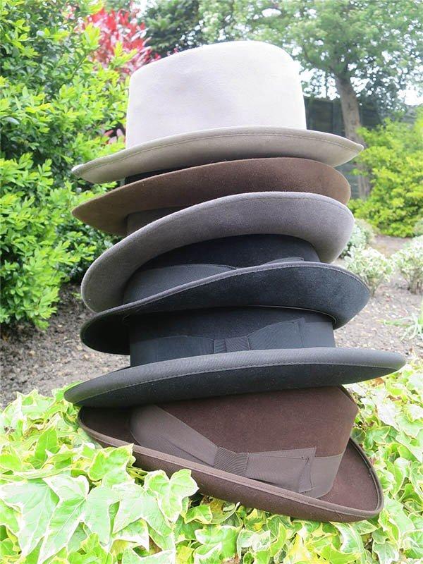 sombreros fedora apilados