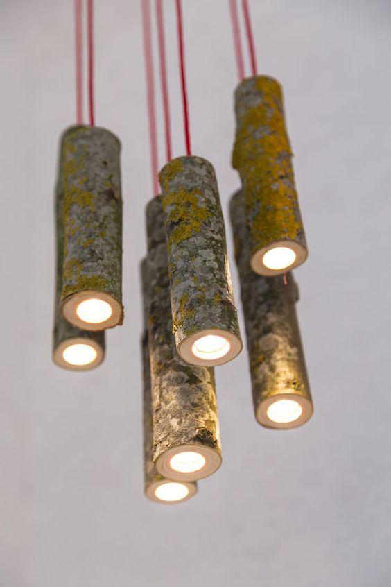 Lámpara vintage con troncos de árbol