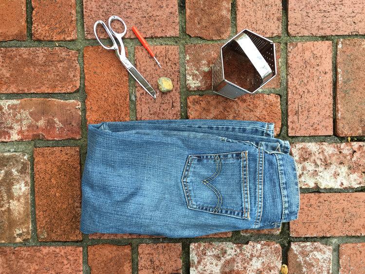 Cómo darle aspecto vintage a unos jeans